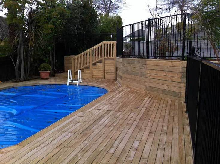 Timber-Deck-and-steps-Around-Swimming-Pool-landscaping