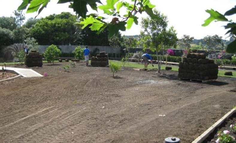 Preparing-the-Ground-for-the-New-Lawn-for-a-new-garden-make-over