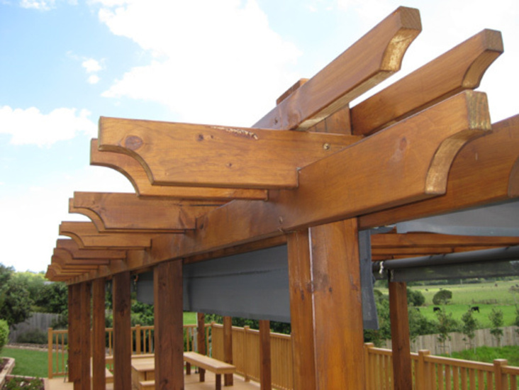 perfect-Pergola-Detailing-Scalloped-Edge-timber