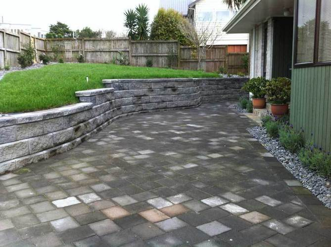 New-Allan-Block-Paving-and-retaining-wall-with-new-lawn-landscaping-ideas
