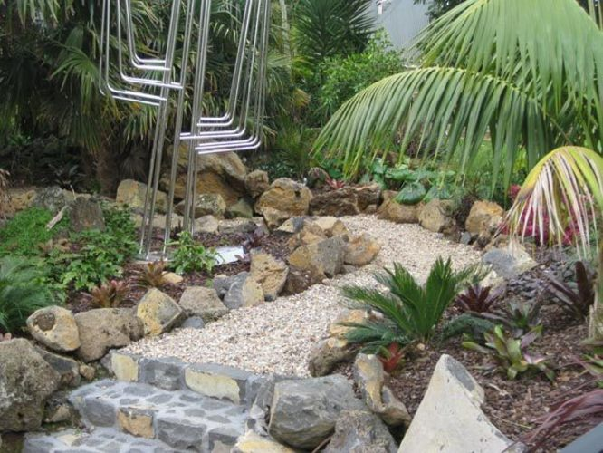 Pea-Metal-Walkway-and-Steps-sub-tropical-planting