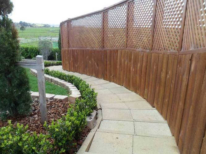 high-quality-landscaped-steps-garden-beds-and-Trellis-Fence